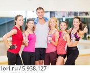 Купить «Группа девушек с тренером на занятиях по фитнесу в спортивном зале», фото № 5938127, снято 28 сентября 2013 г. (c) Syda Productions / Фотобанк Лори