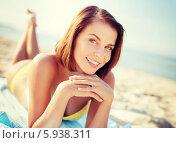 Купить «Девушка загорает, лежа на песчаном пляже», фото № 5938311, снято 11 июля 2013 г. (c) Syda Productions / Фотобанк Лори