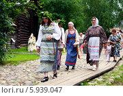 Купить «Праздник Троица в России, фольклор и народные гуляния», фото № 5939047, снято 23 июня 2013 г. (c) ElenArt / Фотобанк Лори
