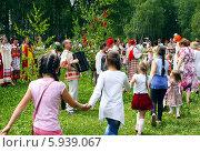 Купить «Праздник Троица В России, фольклор и народные гуляния», фото № 5939067, снято 23 июня 2013 г. (c) ElenArt / Фотобанк Лори
