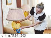 Купить «Горничная прибирается в гостиничном номере», фото № 5941303, снято 21 апреля 2014 г. (c) Дмитрий Калиновский / Фотобанк Лори