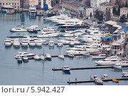 Купить «Яхты в Крыму», фото № 5942427, снято 4 января 2014 г. (c) Сергей Сучилкин / Фотобанк Лори