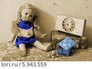 Старая кукла, часы и украшения. Стоковое фото, фотограф Вероника Суровцева / Фотобанк Лори