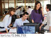 Купить «офисные сотрудники за работой», фото № 5946719, снято 12 февраля 2010 г. (c) Phovoir Images / Фотобанк Лори