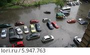 Улица и парковка, затопленные после сильного ливня (2014 год). Редакционное фото, фотограф Алексей Воронцов / Фотобанк Лори