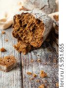 Половинка свежеиспеченного хлеба. Стоковое фото, фотограф Афанасьева Ольга / Фотобанк Лори