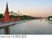 Кремль на закате, Москва, Россия (2014 год). Стоковое фото, фотограф Валерия Попова / Фотобанк Лори