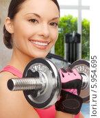 Купить «Привлекательная девушка с азиатской внешностью занимается с тяжелой гантелью», фото № 5954695, снято 12 января 2013 г. (c) Syda Productions / Фотобанк Лори