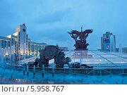 Купить «Вечерний вид на фонтан на площади Независимости, Минск, Беларусь», эксклюзивное фото № 5958767, снято 3 мая 2014 г. (c) Литвяк Игорь / Фотобанк Лори
