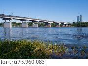 Купить «Коммунальный мост через реку каму в перми», фото № 5960083, снято 15 июня 2008 г. (c) Павел Родимов / Фотобанк Лори