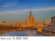 Купить «Дом на Котельнической набережной», фото № 5960163, снято 5 апреля 2014 г. (c) Алексей Назаров / Фотобанк Лори