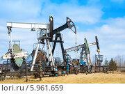 Купить «Нефтяной насос. Добыча нефти в Западной Сибири, Россия», фото № 5961659, снято 22 апреля 2014 г. (c) bashta / Фотобанк Лори