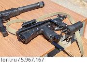 Купить «Российское оружие. Пистолет-пулемет ПП-2000», фото № 5967167, снято 27 мая 2019 г. (c) FotograFF / Фотобанк Лори