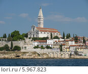 Вид с воды на базилику Святой Эуфемии в городе Ровинь. Хорватия (2008 год). Стоковое фото, фотограф Татьяна Чечина / Фотобанк Лори