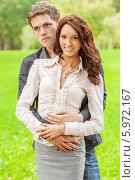 Купить «Молодая пара на фоне природы», фото № 5972167, снято 5 сентября 2008 г. (c) BestPhotoStudio / Фотобанк Лори