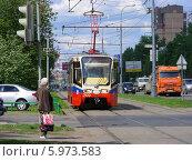 Купить «Трамвай 17 маршрута идет по дороге, район Медведково, Москва», эксклюзивное фото № 5973583, снято 15 мая 2014 г. (c) lana1501 / Фотобанк Лори