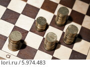 Купить «Монеты номиналом десять рублей на шахматной доске», фото № 5974483, снято 5 июня 2014 г. (c) Момотюк Сергей / Фотобанк Лори