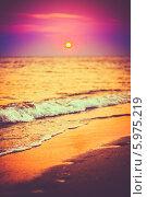 Купить «Песчаный пляж у моря на закате», фото № 5975219, снято 12 августа 2013 г. (c) g.bruev / Фотобанк Лори