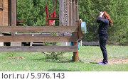 Купить «Девушка моет руки из рукомойника на даче, возле веранды», видеоролик № 5976143, снято 4 июня 2014 г. (c) Кекяляйнен Андрей / Фотобанк Лори