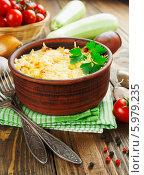 Купить «Кабачки, запеченные с помидорами и сыром в керамической форме», фото № 5979235, снято 5 июня 2014 г. (c) Надежда Мишкова / Фотобанк Лори
