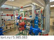 Купить «Современный тепловой узел многоэтажного дома», фото № 5985083, снято 19 мая 2014 г. (c) Геннадий Соловьев / Фотобанк Лори