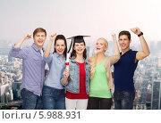 Купить «Девушка в шапке выпускника держит диплом в руке, стоя в компании своих друзей, которые подняли руки вверх», фото № 5988931, снято 2 ноября 2013 г. (c) Syda Productions / Фотобанк Лори