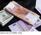 Пачки сувенирных денег разной валюты. Стоковое фото, фотограф Данила Васильев / Фотобанк Лори