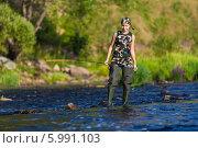 Девушка ловит рыбу в реке. Стоковое фото, фотограф Dmitriy Zakharov / Фотобанк Лори