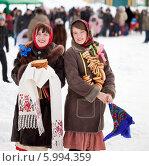 Купить «Две весёлые женщины с блинами на Масленице», фото № 5994359, снято 6 марта 2011 г. (c) Яков Филимонов / Фотобанк Лори