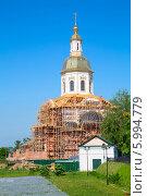 Купить «Строящийся храм в женском монастыре в Дивеево», фото № 5994779, снято 25 мая 2014 г. (c) Владимир Ходатаев / Фотобанк Лори