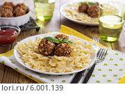 Купить «Вегетарианские «тефтели» с фасолью и макароны», фото № 6001139, снято 22 января 2014 г. (c) Елена Веселова / Фотобанк Лори