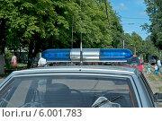 Купить «Специальный сигнал (проблесковый маячок) на крыше патрульной полицейской машины», эксклюзивное фото № 6001783, снято 12 июня 2014 г. (c) Svet / Фотобанк Лори