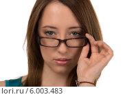 Портрет серьёзной молодой женщины в очках на белом фоне. Стоковое фото, фотограф Natalia Bogdanova / Фотобанк Лори