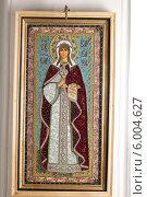 Купить «Вышитая икона Святой Великомученицы Варвары в Шамордине», эксклюзивное фото № 6004627, снято 3 января 2014 г. (c) Дмитрий Нейман / Фотобанк Лори
