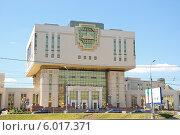 Купить «Интеллектуальный центр - Фундаментальная библиотека МГУ», фото № 6017371, снято 5 июня 2012 г. (c) Алёшина Оксана / Фотобанк Лори