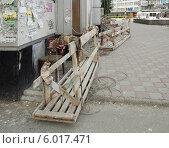 Купить «Деревянные подвесные люльки для фасадных работ», фото № 6017471, снято 8 июня 2014 г. (c) Ельцов Владимир / Фотобанк Лори