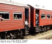 Купить «Пассажиры третьего класса в поезде, Шри-Ланка», фото № 6022247, снято 26 января 2014 г. (c) Мальцев Артур / Фотобанк Лори