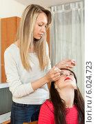 Купить «Девушка закапывает капли в глаза подруге», фото № 6024723, снято 21 марта 2014 г. (c) Яков Филимонов / Фотобанк Лори