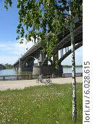 Купить «Мост через реку Обь летним днем. Город Новосибирск», фото № 6028615, снято 10 июля 2011 г. (c) Григорий Писоцкий / Фотобанк Лори