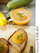 Купить «Кабачковая икра с хлебом», фото № 6030451, снято 22 июня 2014 г. (c) Peredniankina / Фотобанк Лори