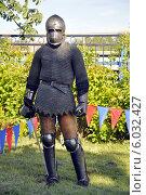Мужчина в кольчуге и с мечом. Стоковое фото, фотограф Хельга Танг / Фотобанк Лори
