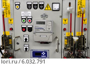 Современный многофункциональный электросчетчик на электрощите (2014 год). Редакционное фото, фотограф Геннадий Соловьев / Фотобанк Лори
