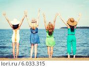 Купить «Четыре подруги стоят у моря, подняв руки вверх. Вид со спины», фото № 6033315, снято 4 июля 2013 г. (c) Syda Productions / Фотобанк Лори
