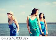 Купить «Три привлекательные подруги у моря», фото № 6033327, снято 4 июля 2013 г. (c) Syda Productions / Фотобанк Лори