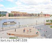 Купить «Москва, парк Музеон», эксклюзивное фото № 6041039, снято 22 июня 2014 г. (c) Николай Коржов / Фотобанк Лори