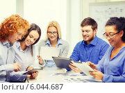 Купить «smiling team with table pc and papers working», фото № 6044687, снято 1 февраля 2014 г. (c) Syda Productions / Фотобанк Лори