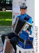 Купить «Гармонист», фото № 6046927, снято 16 мая 2014 г. (c) Ольга Коцюба / Фотобанк Лори