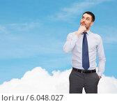 Купить «handsome businessman looking up», фото № 6048027, снято 15 марта 2014 г. (c) Syda Productions / Фотобанк Лори