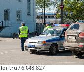 Купить «Сотрудники ДПС около своей машины (Пермь)», фото № 6048827, снято 14 мая 2012 г. (c) Elena Monakhova / Фотобанк Лори