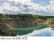 Каньон. Озеро в заброшенном карьере. Стоковое фото, фотограф Aleksandr Tishkov / Фотобанк Лори